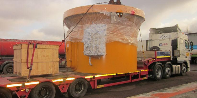 Heavy haulage - ship crane