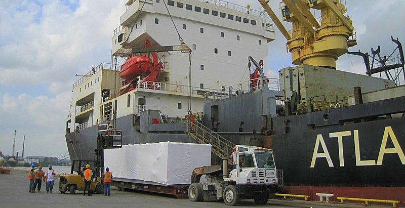 погрузка негабаритного груза на судно в США