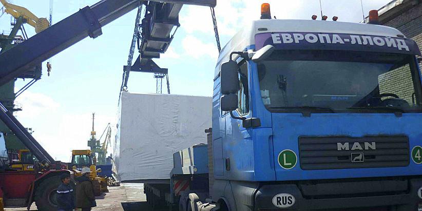 перегрузка негабарита с судна на автотранспорт в порту Санкт-Петербург