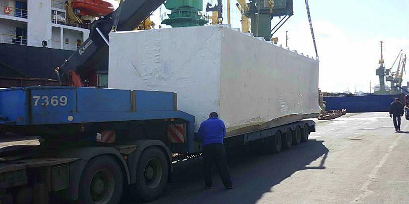 погрузка негабаритного груза на автотранспорт в порту Санкт-Петербург