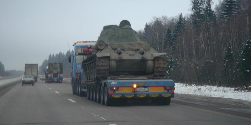 negabaritnaia_perevozka_tankov4